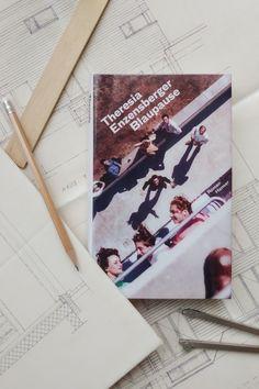 """Theresia Enzensberger taucht mit ihrem Debütroman """"Blaupause"""" ab in die wilden 20er-Jahre des letzten Jahrhunderts und in die Männerdomäne der Architektur am Weimarer Bauhaus. Wie ist ihr die Zeitreise gelungen? #hanser #literature Bauhaus, Cover, Books, Roaring Twenties, Great Books, Learn To Read, Time Travel, Libros"""
