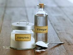 Vinegar and Baking Soda Cleaning Recipes - Home Cleaning Baking Soda Cleaning, Cleaning Recipes, Cleaning Hacks, Cleaning Products, Deep Cleaning, Baking Soda For Hair, Commercial Cleaners, Seasonal Allergies, Essential Oil Scents