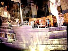 Treasure Island - Free Las Vegas shows and things to do on the Strip - a step by step guide with pictures, map, schedule of shows and instructions Las Vegas Tips, Las Vegas Free, Las Vegas Vacation, Vegas Fun, Las Vegas Shows, Las Vegas Strip Map, Treasure Island Vegas, Vegas 2017, Le Far West