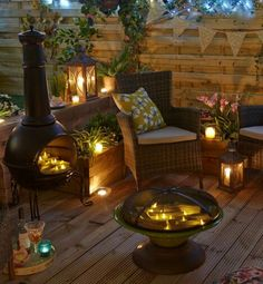 Add spark and interest when you build and outdoor firepit in your backyard. Check out some of our favorite gas and wood burning fire pits. Outdoor Rooms, Outdoor Living, Outdoor Furniture Sets, Outdoor Decor, Diy Fire Pit, Fire Pit Backyard, Fire Pit On Decking, Patio Pergola, Chiminea