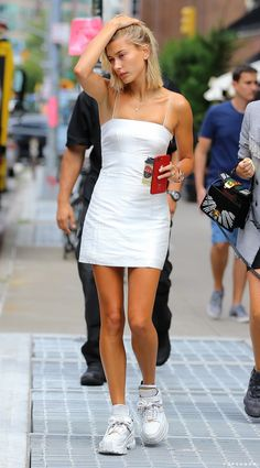 Best picture portal - Hailey Baldwin looks like a real angel in this white . - Best picture portal – Hailey Baldwin looks like a real angel in this white mini dress – - Estilo Hailey Baldwin, Hailey Baldwin Style, Hayley Baldwin, Peinado Justin Bieber, Celebrity Outfits, Celebrity Style, Look Fashion, Fashion Outfits, Fashion Tips