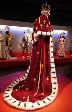 Bohemian Rhapsody movie costumes on display. Victorian Costume, Medieval Costume, Armadura Cosplay, Edgy Dress, Royal Clothing, Accesorios Casual, Royal Dresses, Character Outfits, Royal Fashion