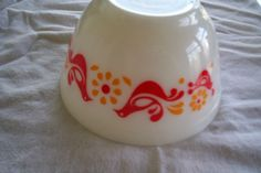 pyrex nesting hen bowl, white, red, gold colors,