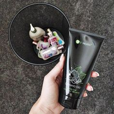 What if you could throw away ALL of your other lotions because you found one that makes you skinnier!! ❤️ It Works Defining Gel is a BODY CONTOURING GEL! Enhance your tightening, toning, and firming results with this deep moisturizing, body contouring gel. Defining Gel helps to firm problem areas, such as the abdomen, legs, and upper arms, while improving skin texture. It's the perfect companion to our Ultimate Body Applicator wraps!