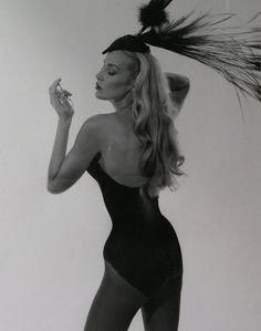 Jerry  Hall in Thierry Mugler.