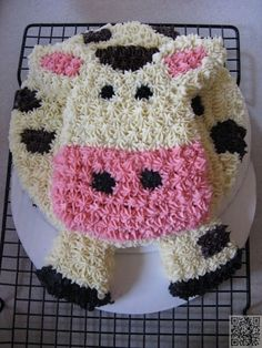 35. Cow Cake - 50 Easy Make #Animal Cakes for #Every Occasion ... → Food #Photopost