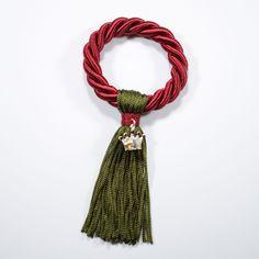 Αποτέλεσμα εικόνας για χειροποιητα γουρια Handmade Christmas, Christmas Crafts, Christmas Decorations, Xmas, Lucky Charm, Handicraft, Tassel Necklace, Tassels, Diy And Crafts