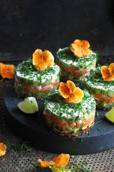 Enkel forrett med laks og avokado - Mat På Bordet
