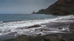 Playa de Guayedra en Agaete Costa Noroeste de Gran Canaria Tocar o desplazar la foto para ver toda la galeria Una playa nudista en Gran Canaria Uno de los parajes protegidos más bellos de Gran Cana…