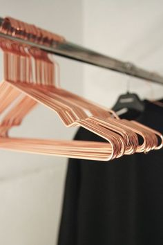 Hang Coat Hangers by Hay Denmark NEED! Set of 5 Hang Coat Hanger in Copper or Black by Hay Denmark Décoration Rose Gold, Rose Gold Decor, Copper Rose, Rose Gold Rooms, Copper Metal, Copper Hangers, Wire Hangers, Closet Hangers, Home Decor