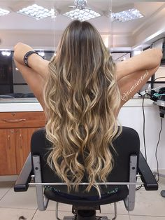 Dark Blonde Hair Color, Blonde Hair Looks, Hair Color And Cut, Honey Brown Hair, Honey Blonde Hair, Light Brown Hair, Brown Hair Balayage, Hair Highlights, Hair Dye Shades