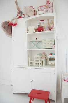 kids room: wardrobe / doll house