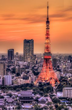 夕焼けと東京タワー Sunset at Tokyo Tower, Japan Tokyo Skytree, Japon Tokyo, Places Around The World, Around The Worlds, Places To Travel, Places To Go, Shinjuku Gyoen, Parvis, All About Japan