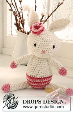 """Free crochet pattern for cute Easter bunny with flower in """"Paris"""" @ DROPS Design"""