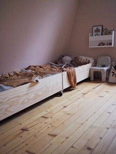 Room makeover and a box bed Baby Bedroom, Baby Room Decor, Kids Bedroom, Sibling Room, Brothers Room, Box Bed, Medan, Little Girl Rooms, Kid Beds
