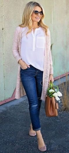 Pretty outfit idea with pale pink long cardigan, shirt and jeans for Light Summer women