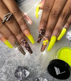 What Christmas manicure to choose for a festive mood - My Nails Aycrlic Nails, Glam Nails, Neon Nails, Dope Nails, Bling Nails, Coffin Nails, Art Nails, Nails Design With Rhinestones, Instagram Nails