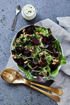 Spring Greens Salad with Roasted Beets, Walnuts and Creamy Feta Vinaigrette - Tasty Yummies Quick Dinner Recipes, Healthy Salad Recipes, Whole Food Recipes, Gf Recipes, Free Recipes, Superfood Powder, Roasted Beets, Spring Recipes, Feta