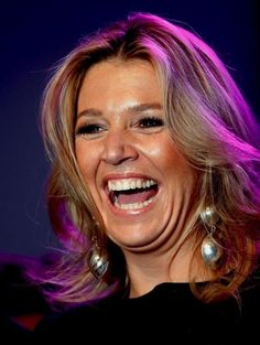 Queen Maxima, what a heart warming laughter. This is how I would like to get pictured as well!