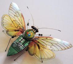 Julie Alice Chappell est une Jeune Artiste Britannique Touche à Tout ... Peinture, Photo, et des Sculptures Réalisées avec de Vieux Circuits et Composants d'Ordinateurs Trouvés dans les Poubelles.