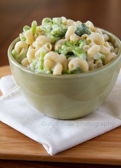 white cheddar mac and cheese with broccoli