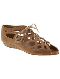 I LOVE skin tones shoes. Makes dressing so much easier!