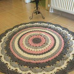 24 Ideas For Crochet Scarf Flower Hats Crochet Doily Rug, Crochet Carpet, Crochet Rug Patterns, Crochet Round, Crochet Flowers, Double Crochet, Hand Crochet, Knitting Patterns, Baby Mermaid Crochet