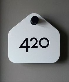 Idea for a hotel signalisation. Is would be easy to change/switch numbers. #sign #number #numerical #type #white #black #design