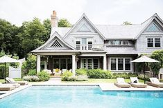 Hamptons style homes, houses in the hamptons, hamptons decor, hampton beach Die Hamptons, Hamptons Style Homes, Hamptons Beach Houses, Hamptons Decor, Hampton Beach, South Hampton, Exterior Design, Interior And Exterior, Grey Exterior