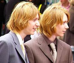 Gay Harry Potter, Harry Potter Icons, Harry Potter Images, Fred And Hermione, Phelps Twins, Oliver Phelps, Weasley Twins, Pretty Boys, Hogwarts
