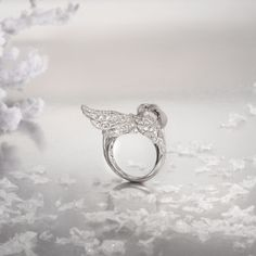 Garzas ring in white gold with diamonds by Carrera y Carrera.