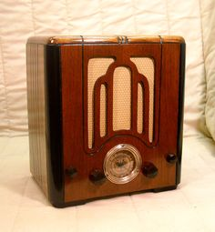 Old Antique Wood Crosley Vintage Tube Radio - Restored & Working Mini Tombstone Lps, Radios, Home Cinema Systems, Vintage Wood, Vintage Stuff, Antique Radio, Grill Design, Record Players, Phonograph