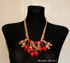 .bead necklace