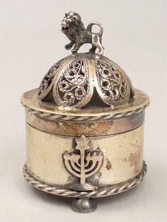 1872 84 Russian silver Judaica dresser box : Lot 150