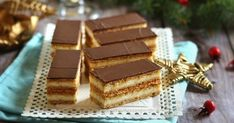 Szeretek kísérletezni az ízekkel és a hagyományostól eltérni. A tipikusan karácsonyi süteményt, a mézes krémest kicsit átva... Hungarian Recipes, Nutella, Tiramisu, Food To Make, Waffles, Food And Drink, Pie, Sweets, Cookies