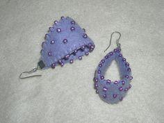 Aro fieltro morado diseño cinta , bordado con mostacilla lila