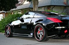 Nissan 350z. Black and Red.