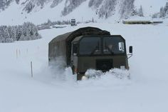 Army History, Army Vehicles, Swiss Army, Old Trucks, All Over The World, Offroad, War, Winter, Outdoor