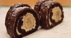 Jednoduchá kakaová roláda s krémovou náplní a banánem. Tradiční a nenahraditelná. Mňam!