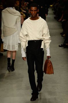 Burberry Spring 2017 Ready-to-Wear Collection Photos - Vogue