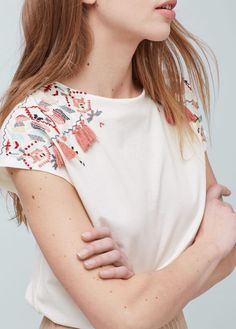 embroidered embroider coraanns flowers tassels cotton source tshirt mango women with usa and by l Embroidered cotton tshirt Women Mango USA Embroider Tshirt with flowers and tassels l EmbroYou can find Usa and more on our website Embroidery On Clothes, Embroidered Clothes, Embroidery Fashion, Embroidery Ideas, Embroidered Tops, T Shirt Embroidery, Fashion Details, Diy Fashion, Ideias Fashion