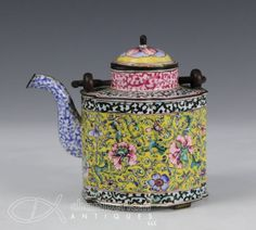 ANTIQUE-18-19C-CHINESE-CANTON-PEKING-ENAMEL-TEAPOT-WITH-COVER
