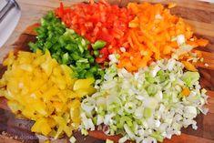 Λαχταριστά πολύχρωμα ρολάκια με πιπεριές - Aspa Online Appetizer Recipes, Appetizers, Cobb Salad, Party Time, Salsa, Ethnic Recipes, Food, Gravy, Salsa Music