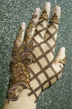 Beautiful Mehndi Design - Browse thousand of beautiful mehndi desings for your hands and feet. Here you will be find best mehndi design for every place and occastion. Quickly save your favorite Mehendi design images and pictures on the HappyShappy app. Easy Mehndi Designs, Latest Mehndi Designs, Bridal Mehndi Designs, Mehndi Designs For Girls, Mehndi Designs For Beginners, Dulhan Mehndi Designs, Mehndi Design Pictures, Mehndi Designs For Fingers, Henna Tattoo Designs