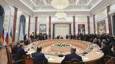 Vierer-Treffen in Minsk: Was machen die Rebellenführer beim Gipfel? - Delegation - Erklärung in Minsk zu Souveränität der Ukraine geplant http://www.bild.de/politik/ausland/ukraine/obama-droht-putin-vor-ukraine-gipfel-in-minsk-39718336.bild.html