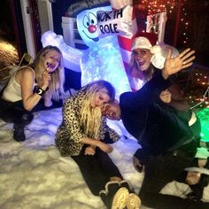 Pin for Later: The Simpson Sisters Go All Out For Ashlee's Christmas-Themed B-Day Party