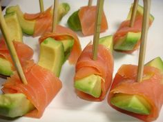 Avocado smoked salmon bites - Lemon and lemongrass Healthy Breakfast Wraps, Healthy Snacks, Cooking Time, Cooking Recipes, Fingers Food, Comida Keto, Instant Pot Dinner Recipes, Snacks Für Party, Food Platters