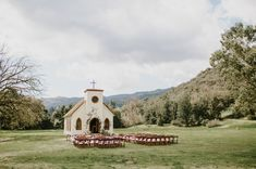 Modern Meets Western: This Couple Said Their Vows at the Chapel from Westworld! Amazing Weddings, Unique Weddings, Real Weddings, Paramount Ranch, Colored Smoke, Green Wedding Shoes, Handmade Wedding, Vows, Wedding Venues