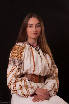 Popular Folk Embroidery Romanian blouse from Bucovina. Reproduction made by Simona Niculescu after the blouse in the Ethnographic museum from Constanta. Folk Embroidery, Learn Embroidery, Embroidery Patterns, Floral Embroidery, Creative Embroidery, Folk Costume, Costumes, Fashion Art, Womens Fashion