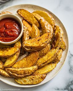 Air Fryer Potato Fries {3 Ingredients} | These Whole30 Air Fryer Potato fries are crispy on the outside, soft on the inside, and are so easy to make. They are delicious but yet made without the high-fat content from traditional frying. Seasoned with avocado oil and Trader Joe's 21 Seasoning, these air fried potato fries are paleo, gluten free, vegan and whole30 friendly. #airfryer #airfryerrecipe #potatofries #healthyfries #whole30recipe #paleorecipe #veganrecipe Easy Clean Eating Recipes, Vegan Recipes Easy, Real Food Recipes, Vegan Desserts, Air Fry Potatoes, Fried Potatoes, Healthy Fries, Healthy Snacks, Healthy Side Dishes
